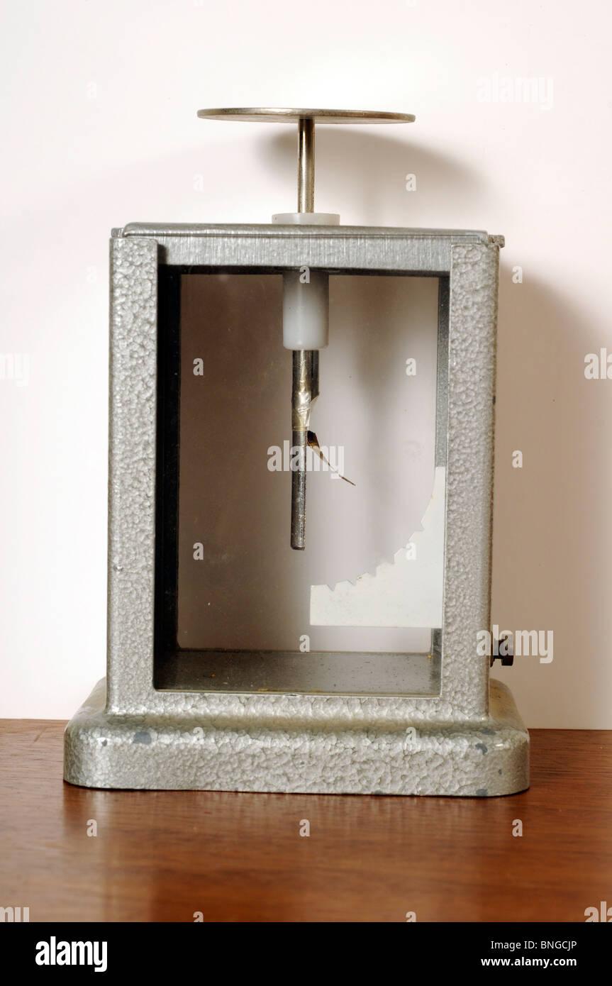 Charged Gold Leaf Electroscope - Stock Image