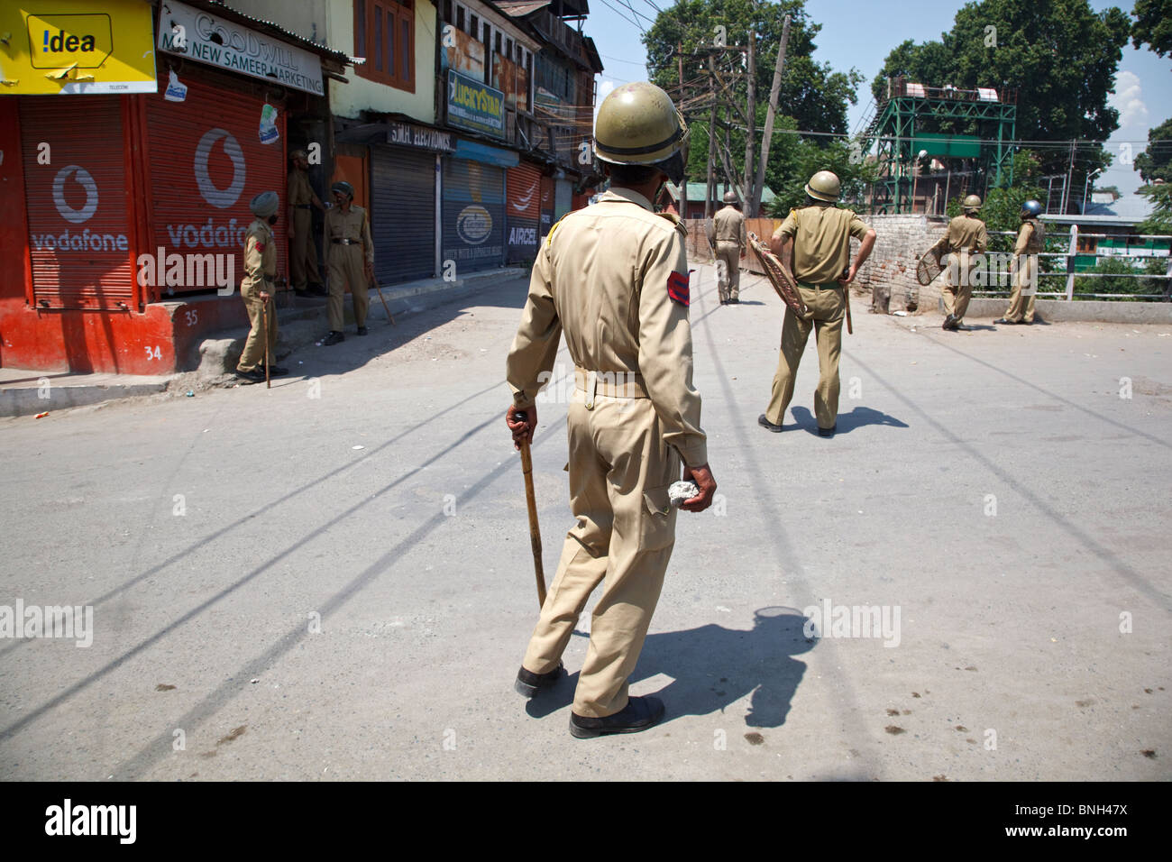 Police fights with teenagers throwing stones at them during the riots in Srinagar, Jammu and Kashmir, India. - Stock Image
