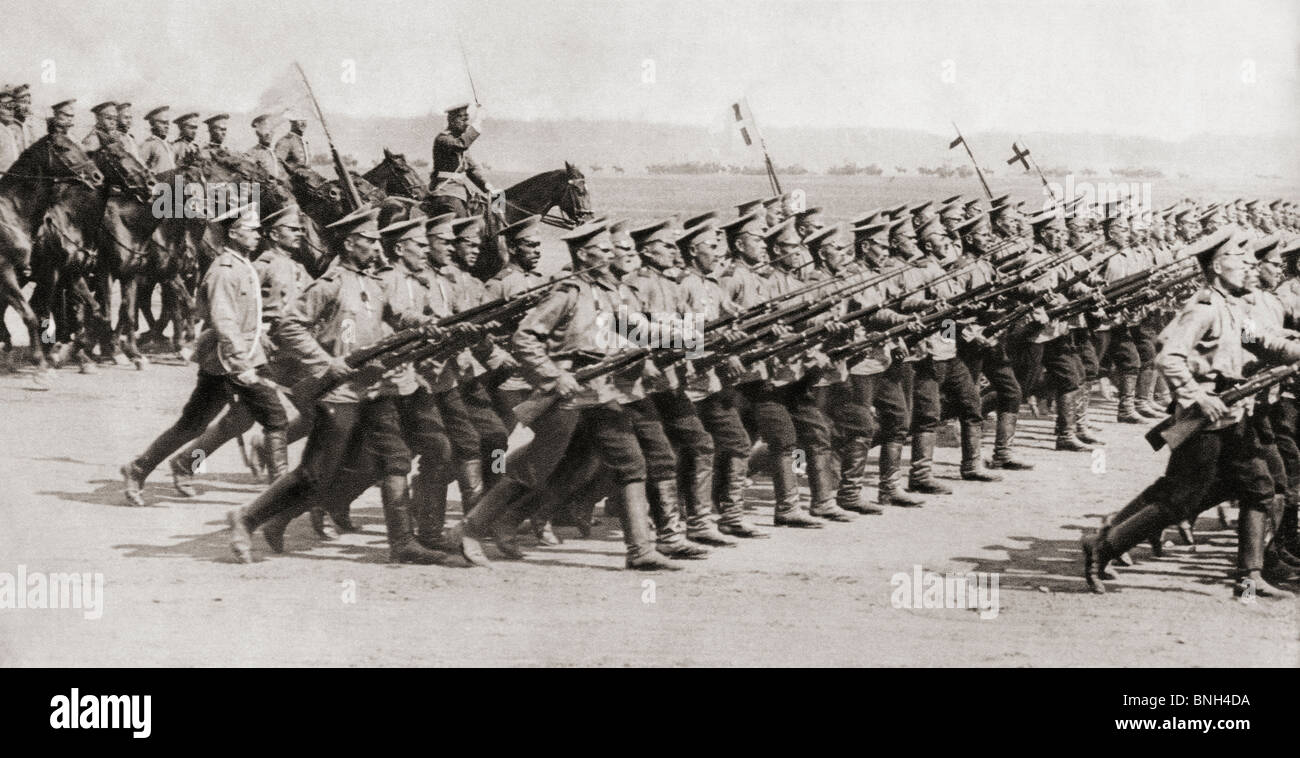 Russian infantry regiment marching in fighting kit during World War I. - Stock Image