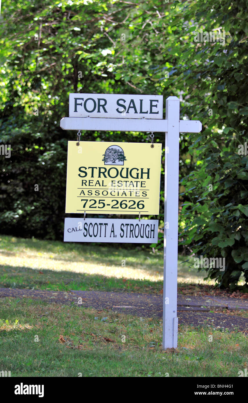 House for sale sign Long Island NY - Stock Image