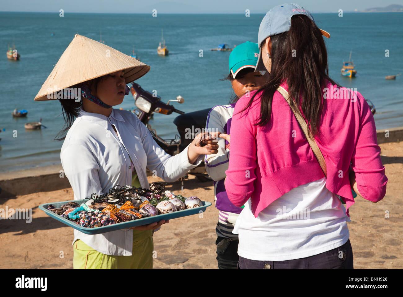 Vietnamese children selling souvenirs handicraft - Stock Image