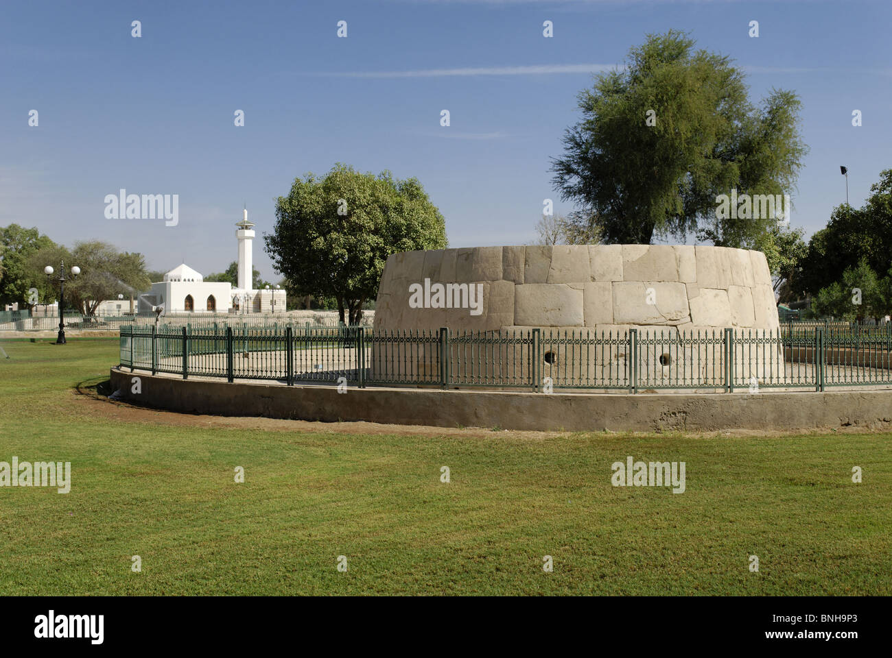 prehistorical grave stone archaeological park Hili oasis Al Ain Abu Dhabi old Arabia Arabic blue sky garden historical - Stock Image