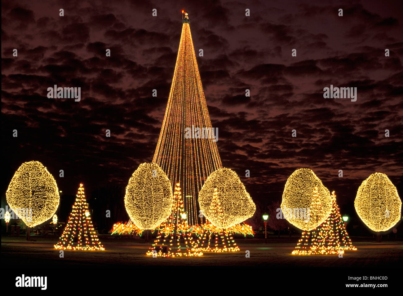 Usa Nashville Tennessee Christmas Decorations At Opryland Hotel Lights Trees Decorated Night Kitsch United States of America Stock Photo