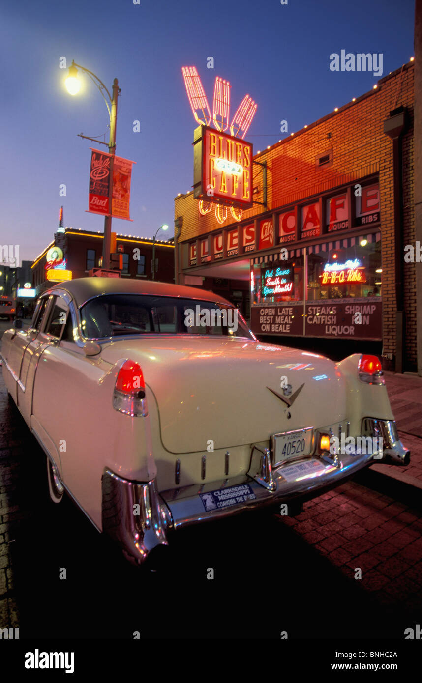 Usa Memphis Tennessee Caddy Beale Street Cadillac Vintage Car Old Nostalgia Signs Lights Nightlife Twilight Evening - Stock Image
