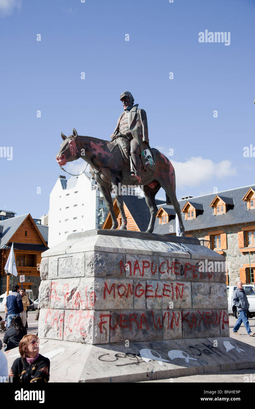 Vandalised monument in Bariloche in support of the Mapuche people - Stock Image