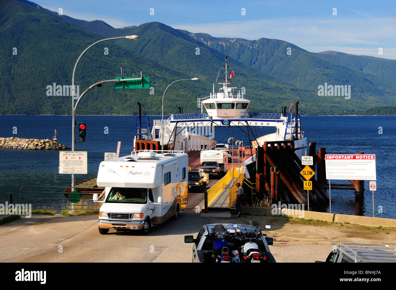 Canada Kootenay Bay Ferry Kootenay Lake Crawford Bay British Columbia Rocky mountains Rockies ship boat cars traffic - Stock Image
