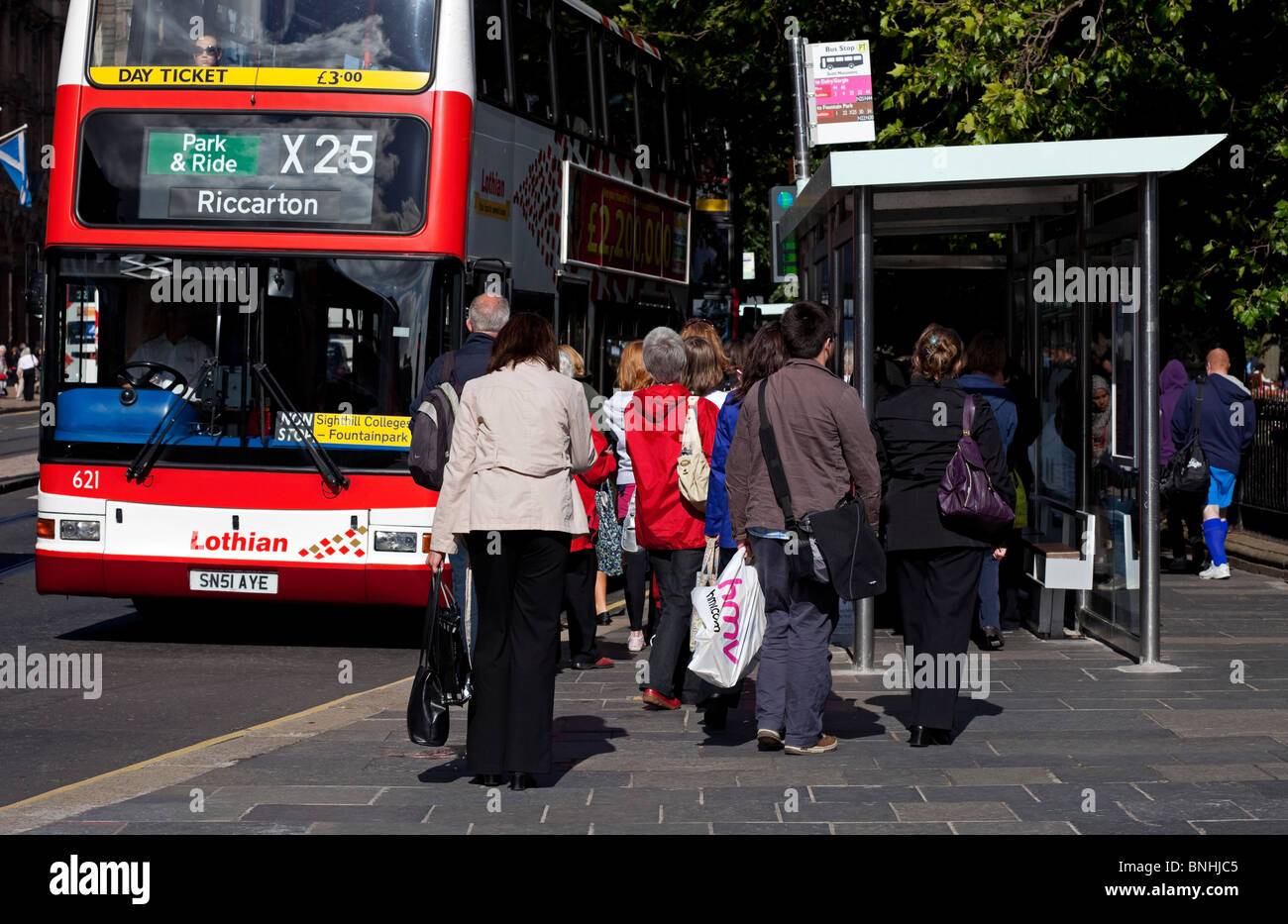 Princes Street Edinburgh Bus Stop High Resolution Stock Photography And Images Alamy