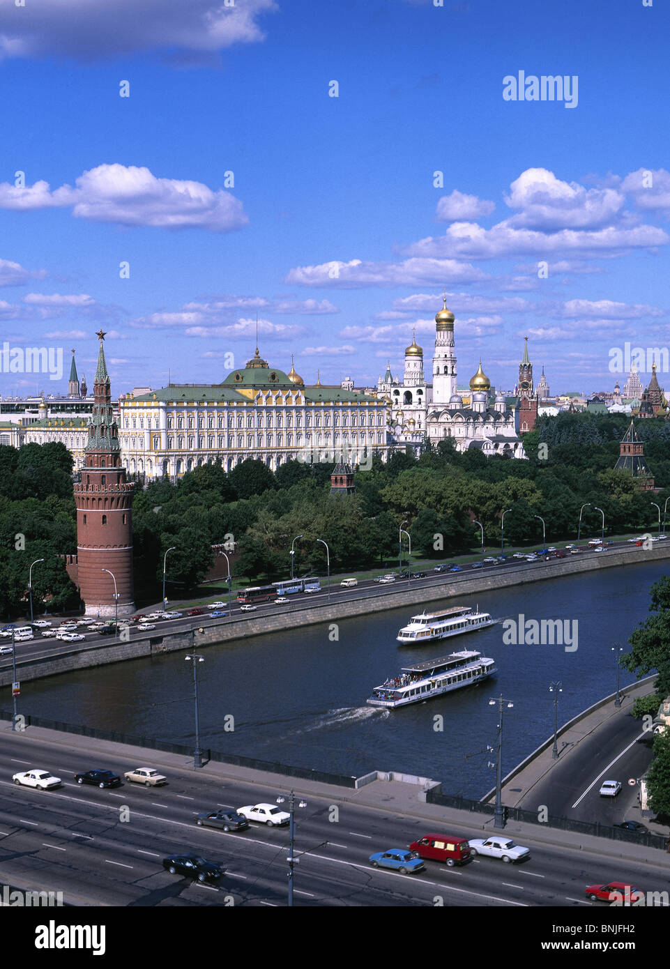 Russia Summer 2008 Moscow city Moskva River Kremlin bridge traffic - Stock Image