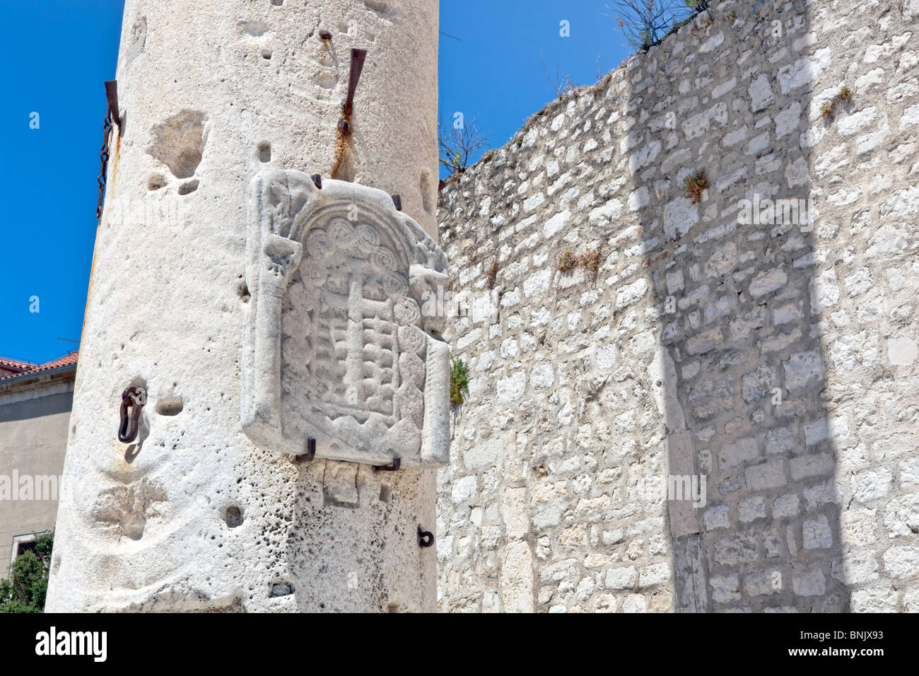 Column of shame in Zadar from Roman time period - Stock Image