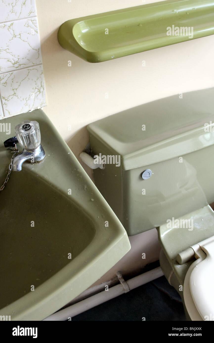 Toilet Sink Bath Stock Photos & Toilet Sink Bath Stock Images - Alamy