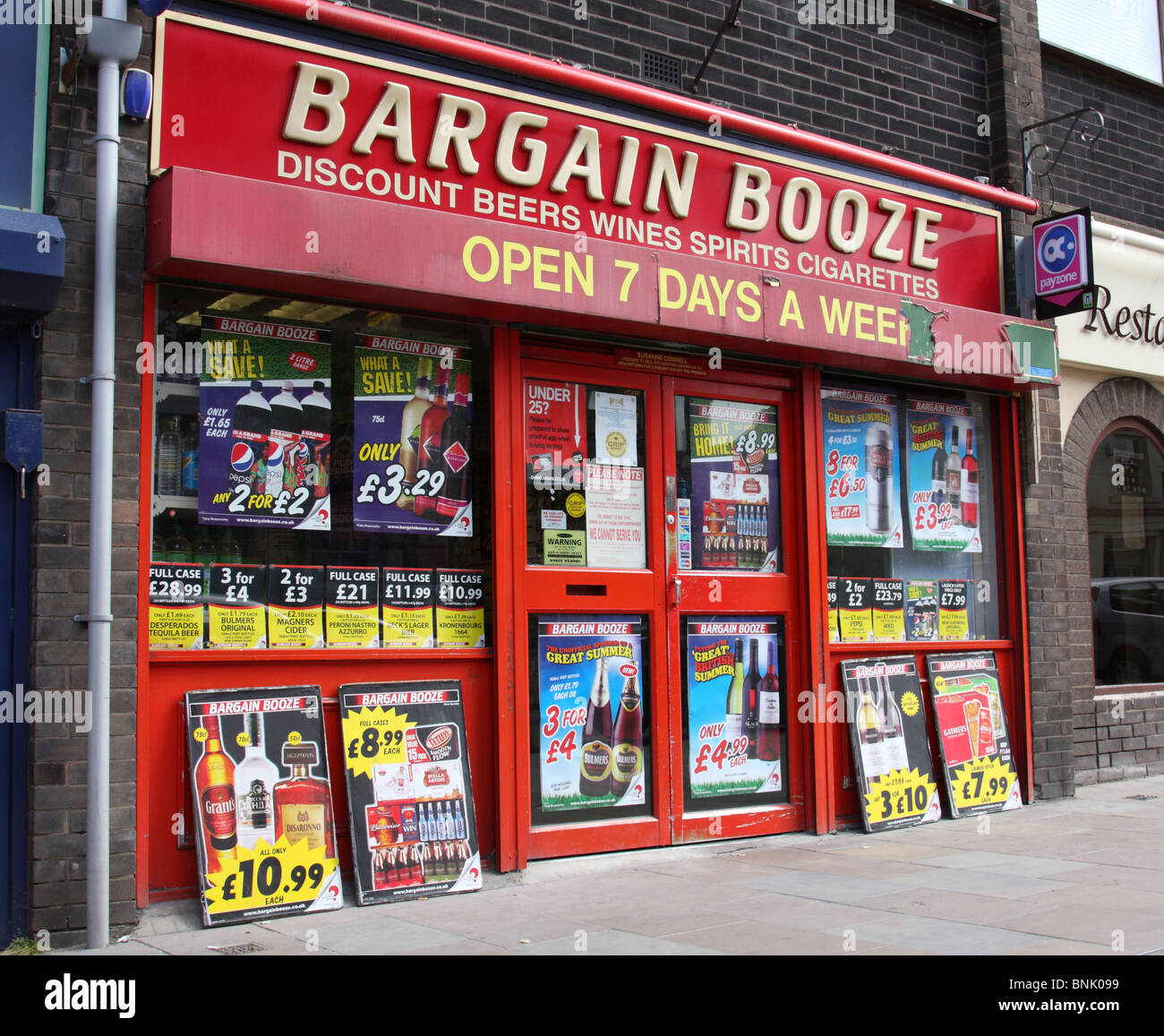 A Bargain Booze store in a U.K. town. - Stock Image