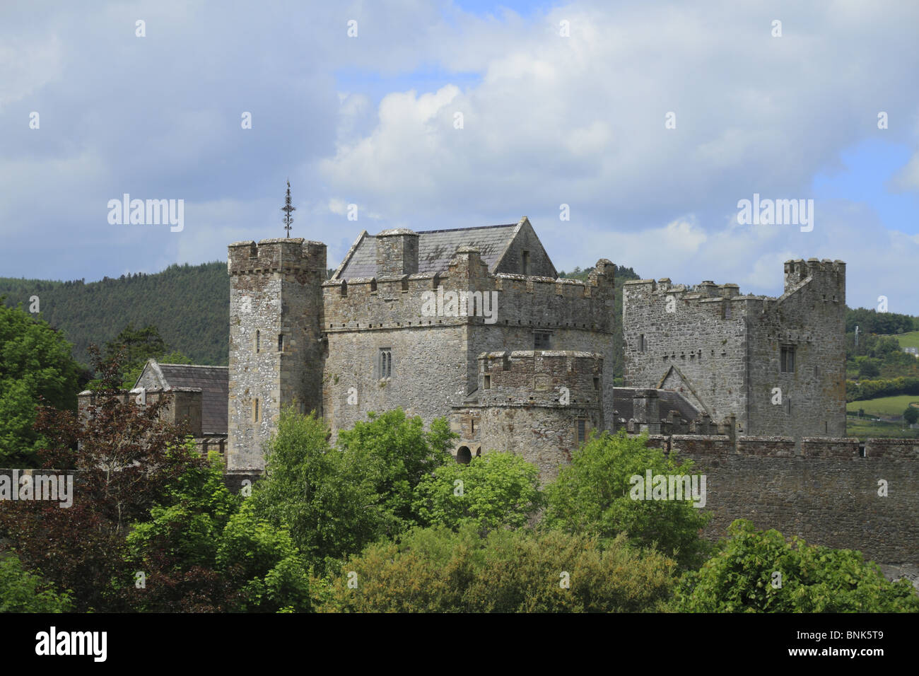 Cahir Castle - Wikipedia