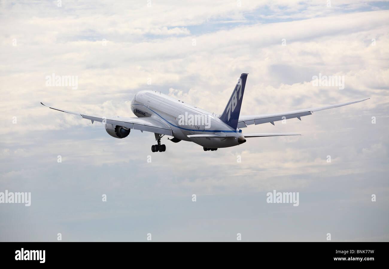 Boeing 787 Dreamliner in flight - Stock Image