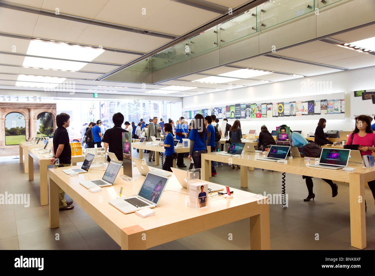 Apple store on Chuo-dori in Ginza 4-chome, Tokyo, Japan - Stock Image