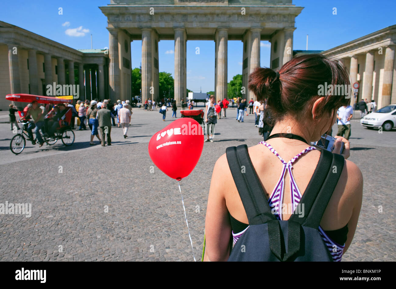 A woman with a red baloon in front of the Brandenburg Gate, Berlin, Germany - Stock Image