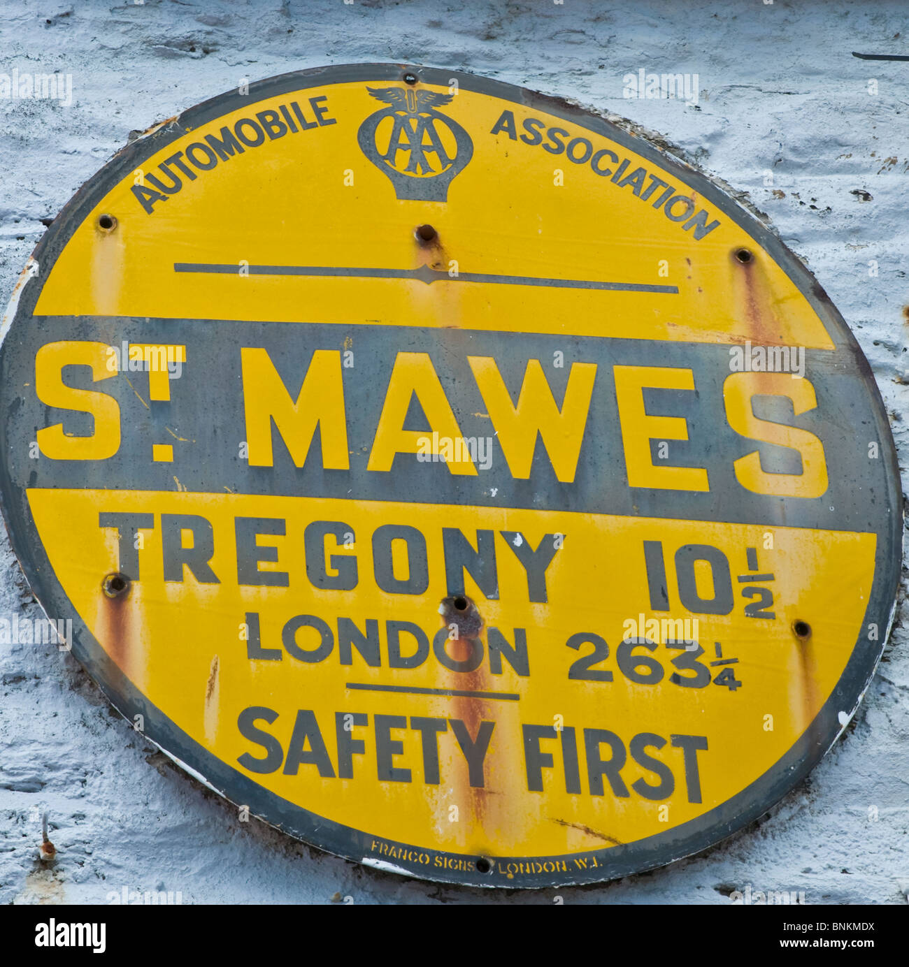 Old AA distance marker at St Mawes Cornwall England - Stock Image