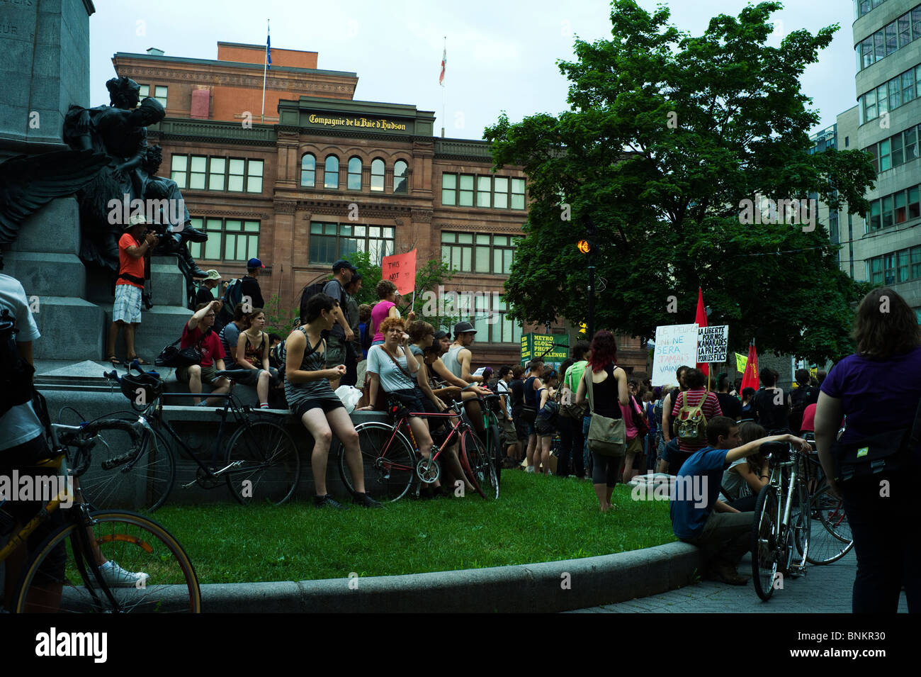Protesters at anti-G20 detainee rally in Phillips Square, Montréal. - Stock Image