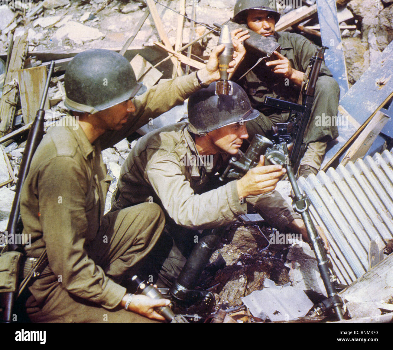 US ARMY MORTAR TEAM  during WW2 - Stock Image