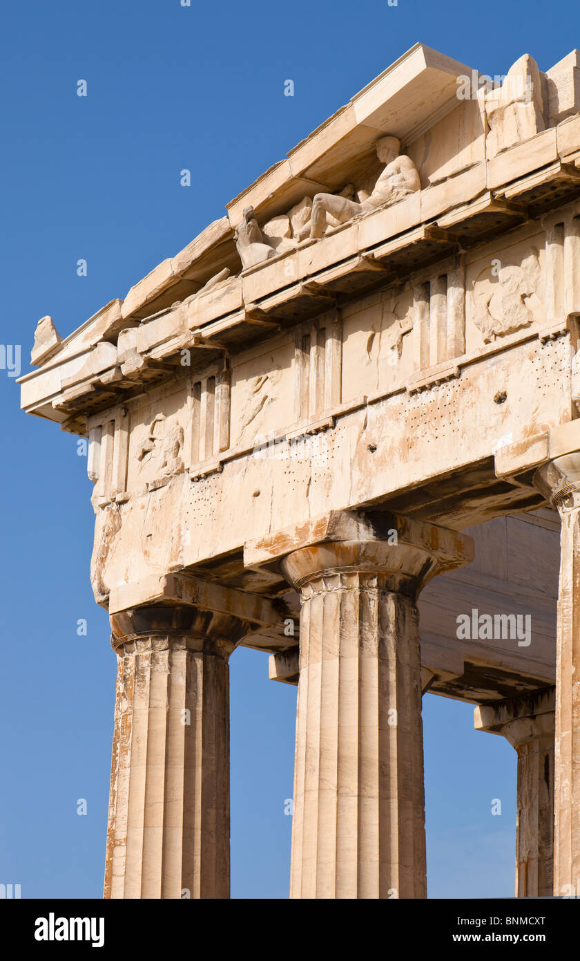 Detail of the eastern pediment and entablature of the Parthenon. - Stock Image