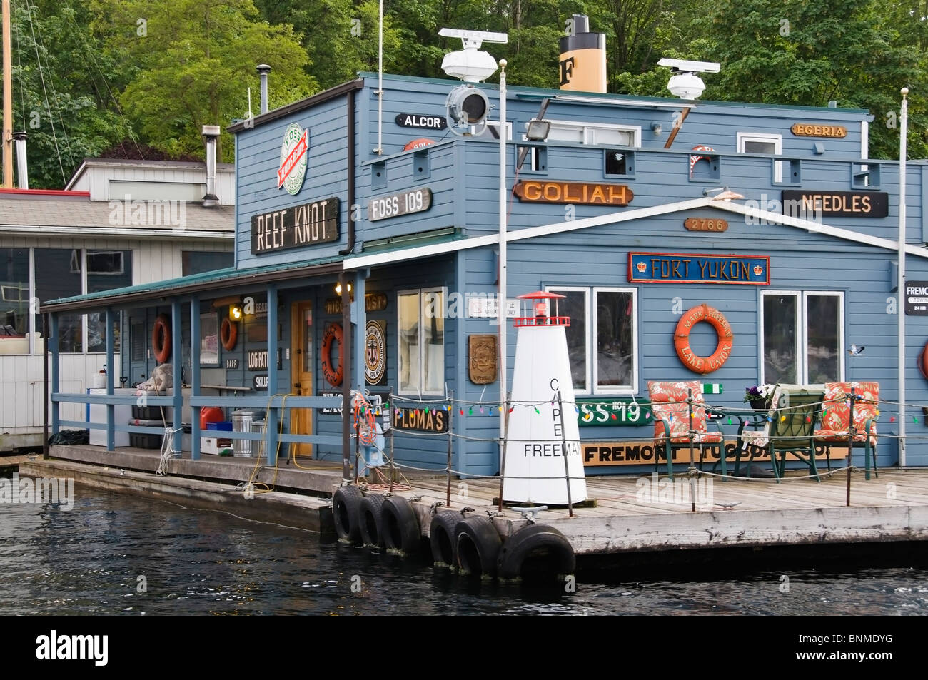 Unique houseboat on the water on Lake Union near downtown Seattle, Washington. - Stock Image