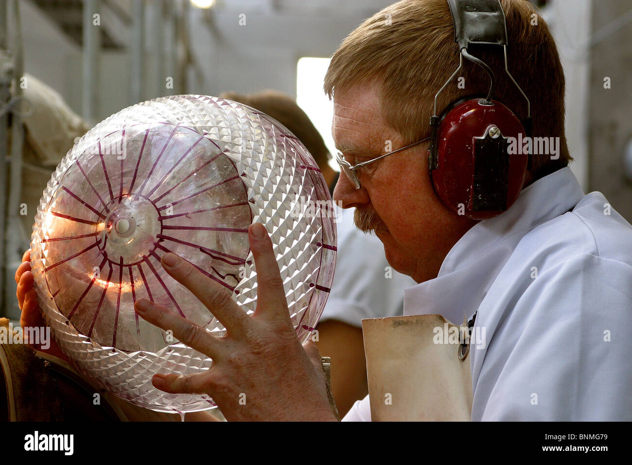 Ireland, Waterford, Waterford Crystal Factory Visitor's Centre, cutting decoration into bowl - Stock Image