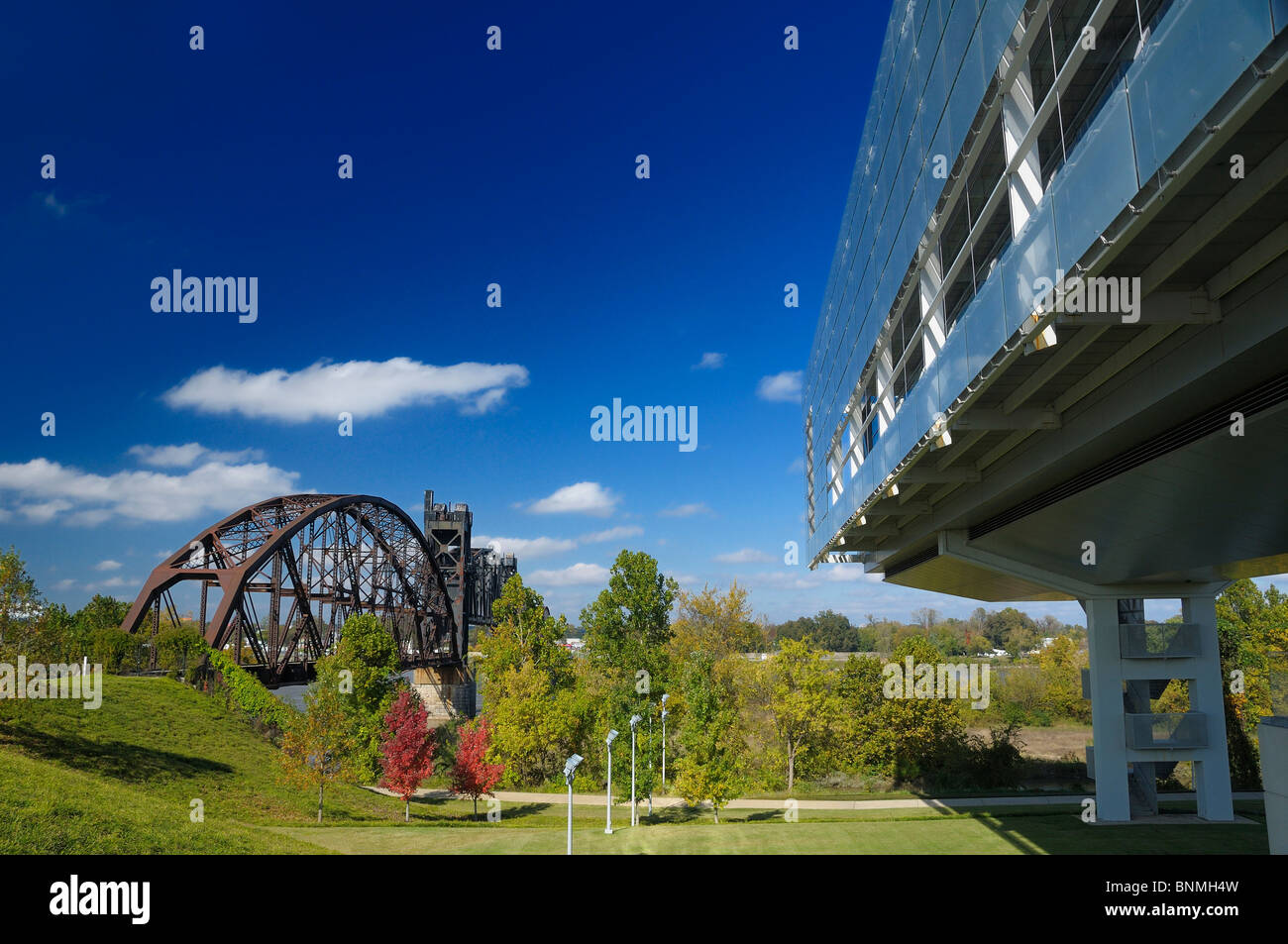 William J. Clinton Presidential Center & Park Library Exterior Little Rock Arkansas USA park bridge architecture - Stock Image