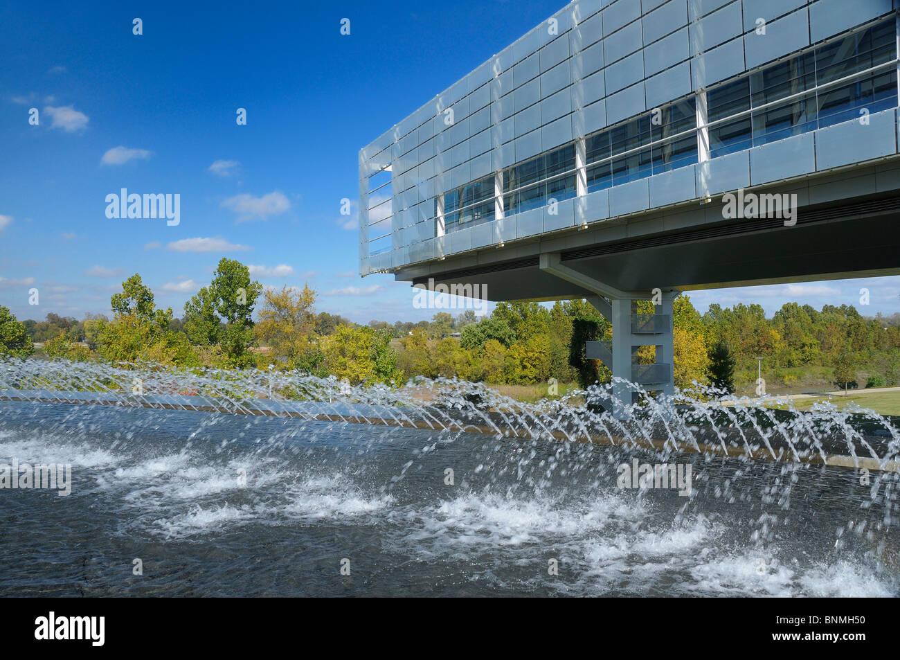 William J. Clinton Presidential Center & Park Library Exterior Little Rock Arkansas USA fountain park architecture - Stock Image