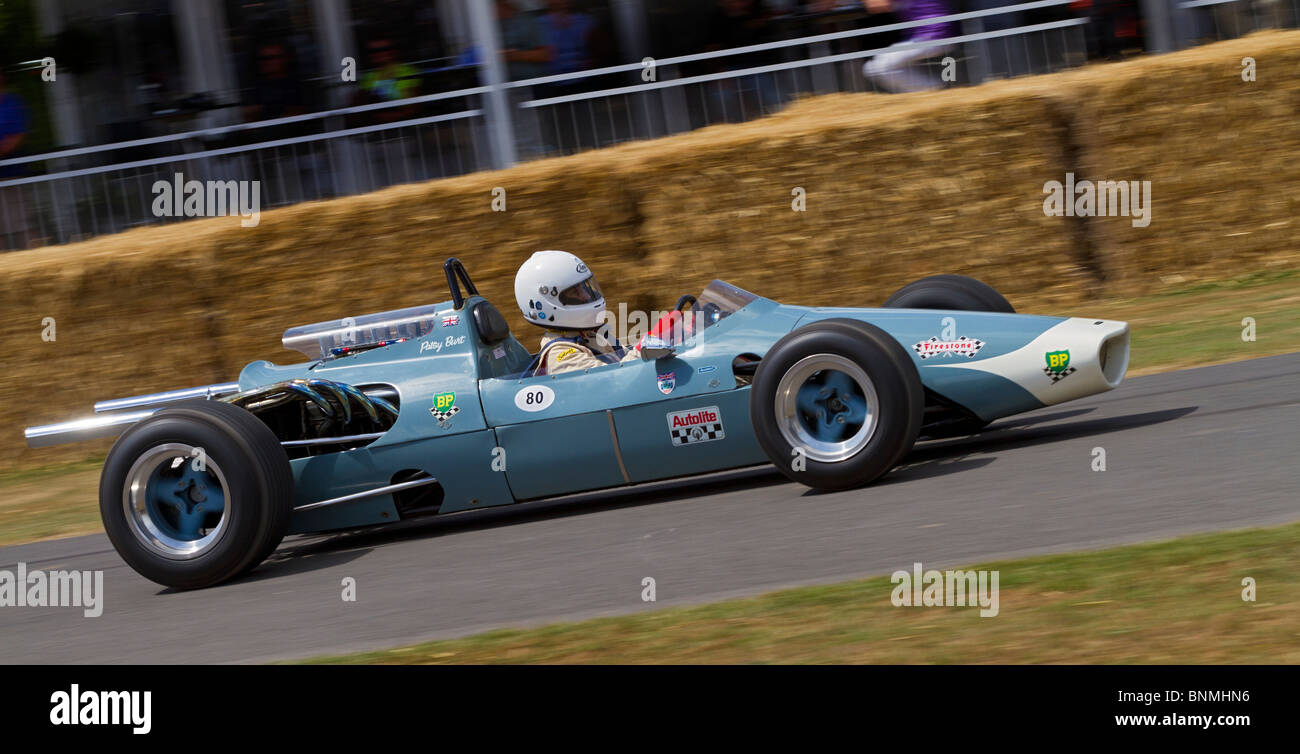 1966 McLaren-Oldsmobile M3A with driver Julia De Baldanza at the 2010 Goodwood Festival of Speed, Sussex, England, - Stock Image