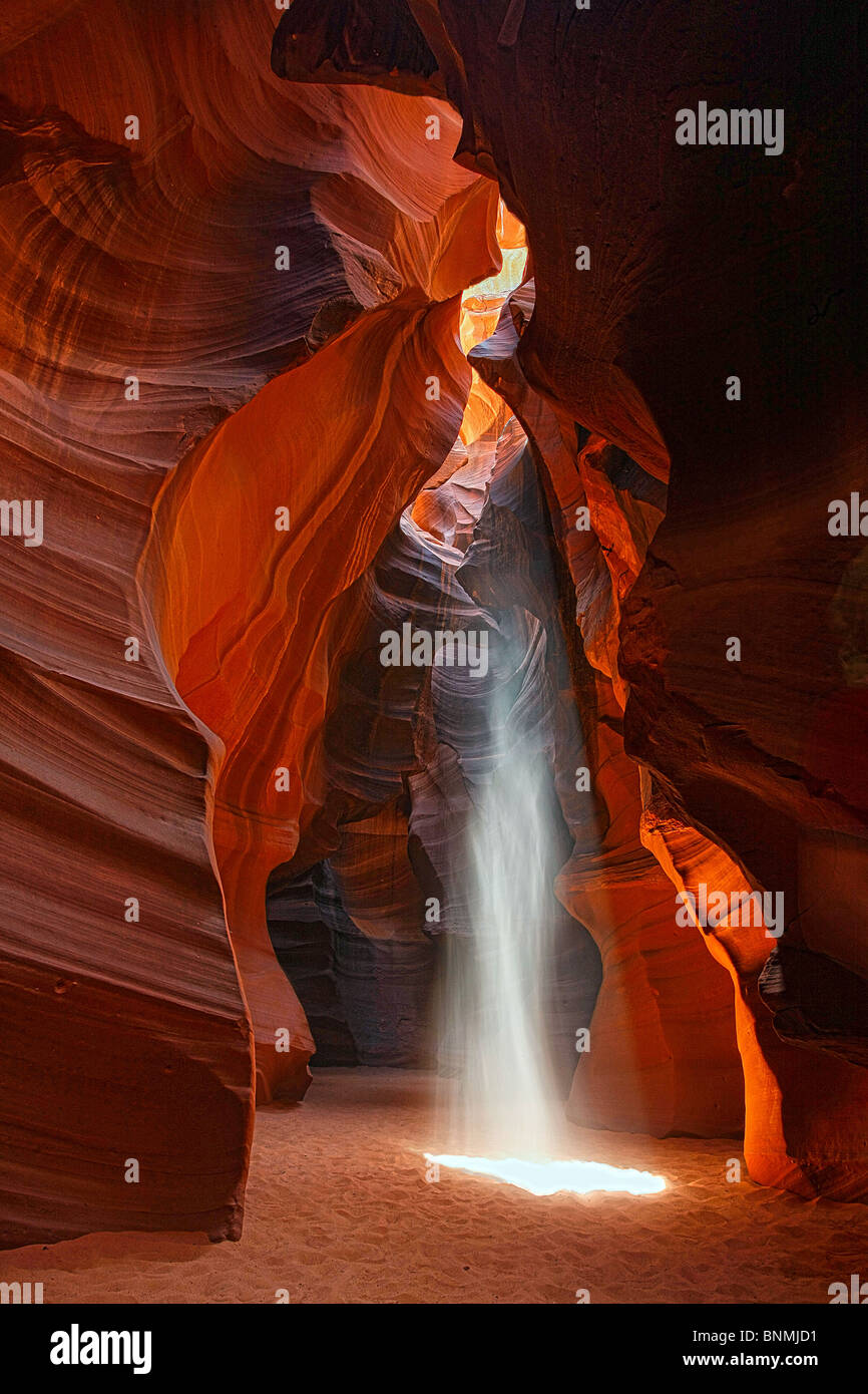 A beam of light radiates into Upper Antelope Canyon, Page, Arizona, USA. Stock Photo