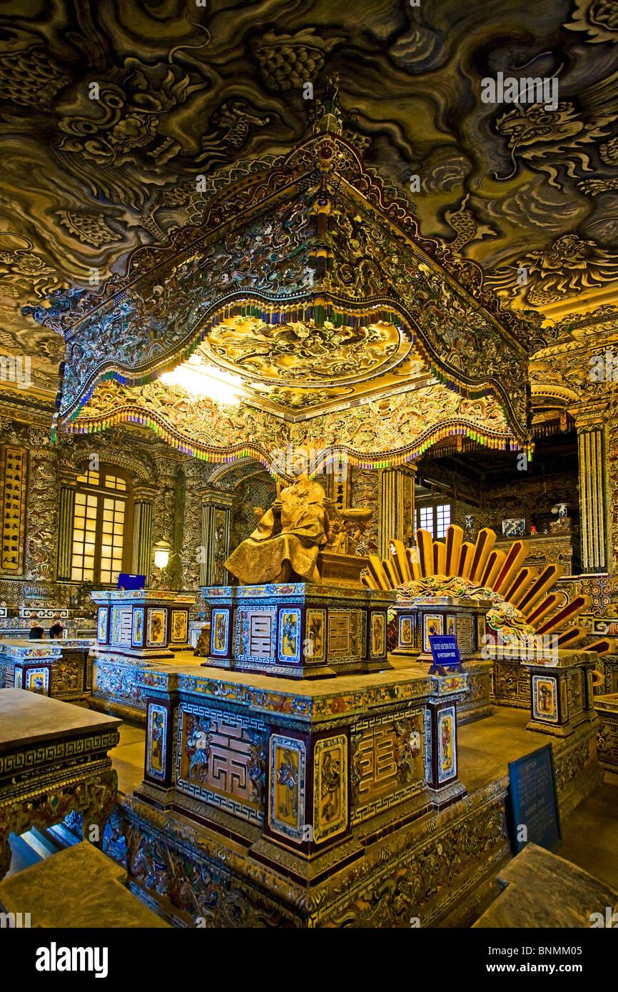 Vietnam Asia Far East Khai Dinh Gee up mausoleum figures art skill ...