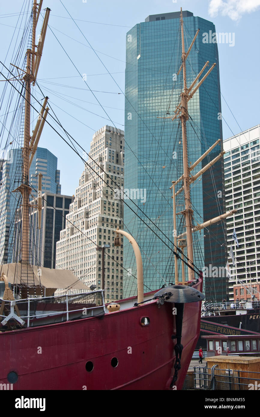 Wavertree Cargo Ship on the South Street Seaport waterfront, Lower Manhattan, East River Esplanade - Stock Image