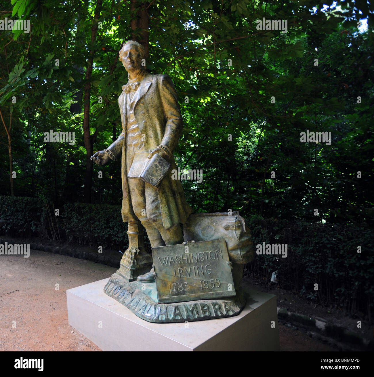 Statue of Washington Irving on the walk up to the Alhambra Palace, he is famous for writing the Tales of the Alhambra - Stock Image