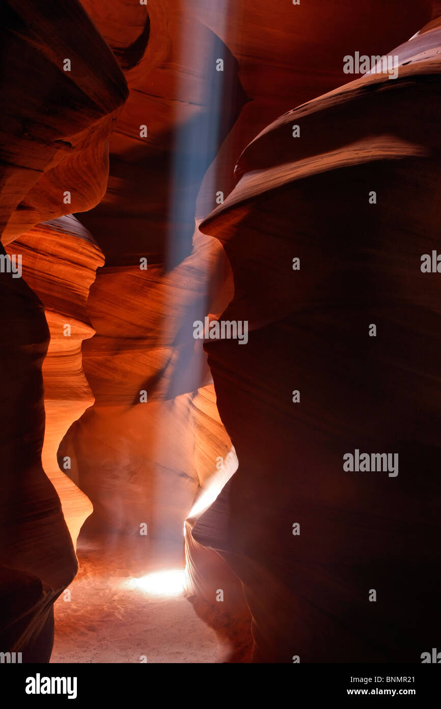 A single beam of light in Upper Antelope Canyon, Page, Arizona, USA. - Stock Image