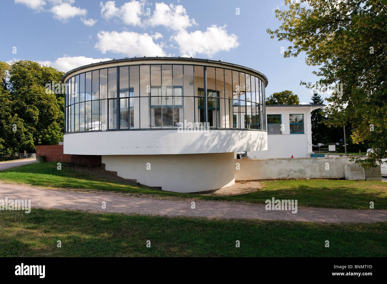 clue architecture bauhaus architectural style building dessau germany stock photo 30576769 alamy. Black Bedroom Furniture Sets. Home Design Ideas