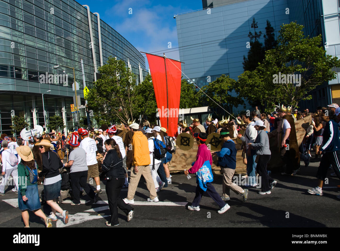California: San Francisco Bay to Breakers annual foot race. Photo copyright Lee Foster. Photo # 31-casanf80829 - Stock Image