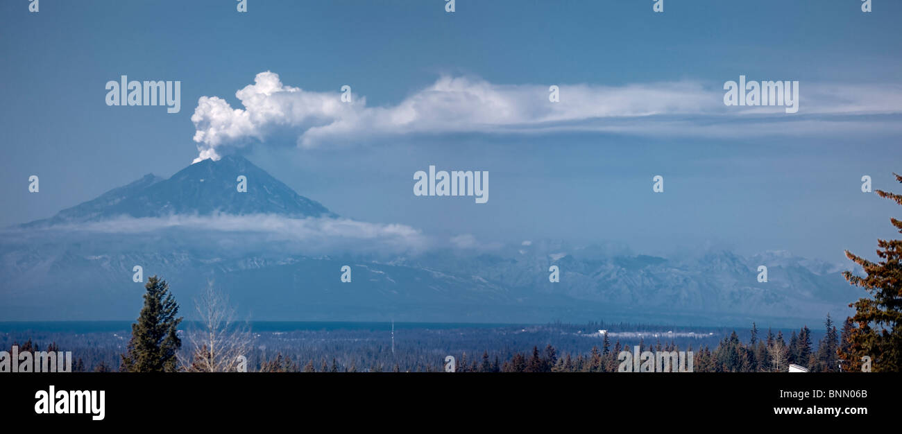 Mount Redoubt erupting in 2009 as seen from the Kenai Peninsula of Alaska - Stock Image