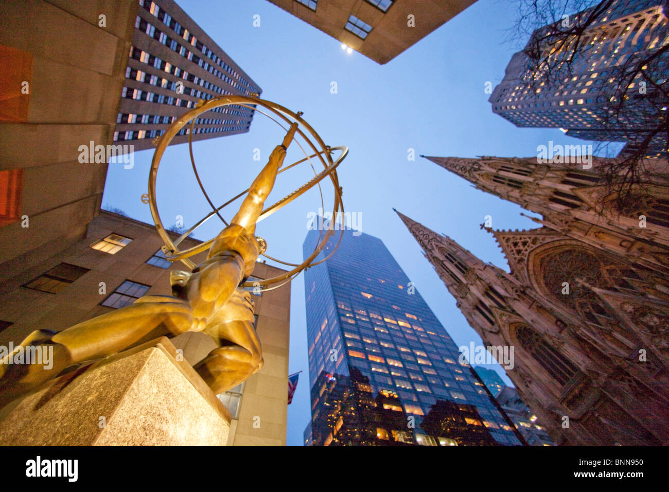 USA United States of America New York city 5th avenue Saint Patrick Cathedral blocks of flats high-rise buildings - Stock Image