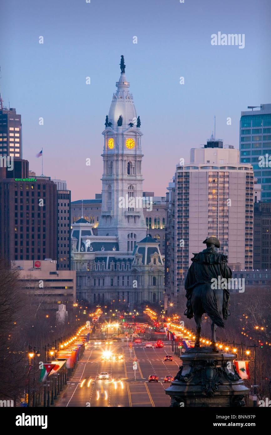 USA United States of America city Philadelphia Ben Franklin Parkway evening lights - Stock Image