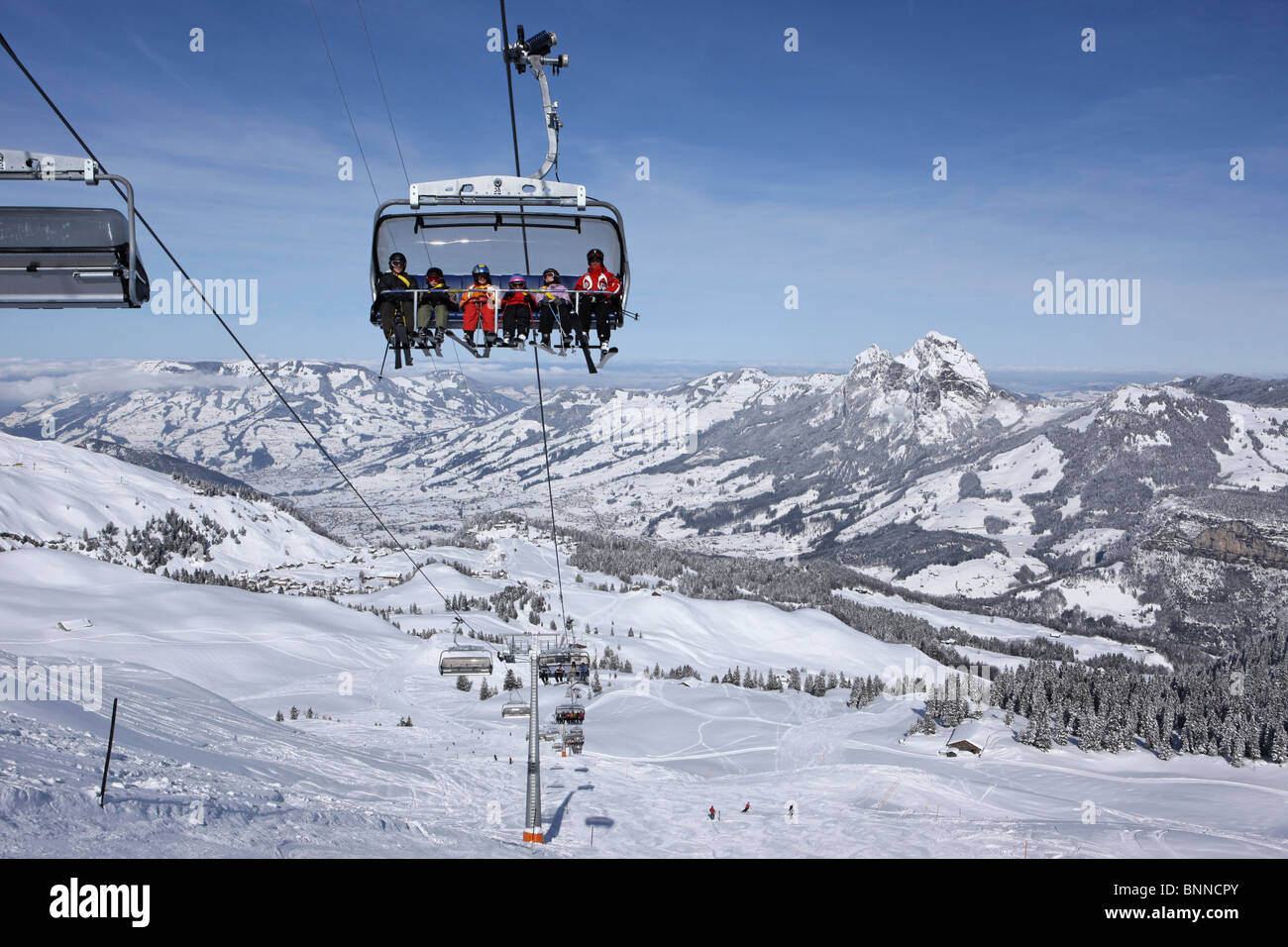 Switzerland swiss myths skiing area armchair elevator chair lift canton Schwyz snow winter ski skiing Carving Carvingski - Stock Image