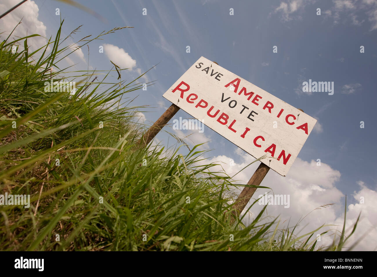 A hand-painted plywood sign urging passers-by to vote Republican stands alongside the highway in Marquez, Leon County - Stock Image