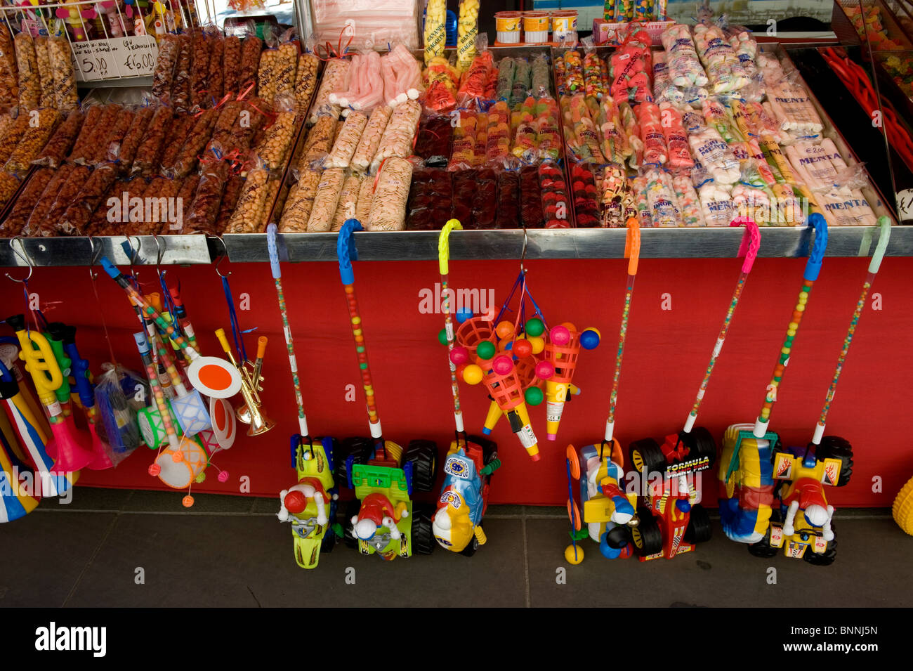 Italy. Tuscany. Colle di val d'Elsa. The weekly market. Sweets, candy. - Stock Image
