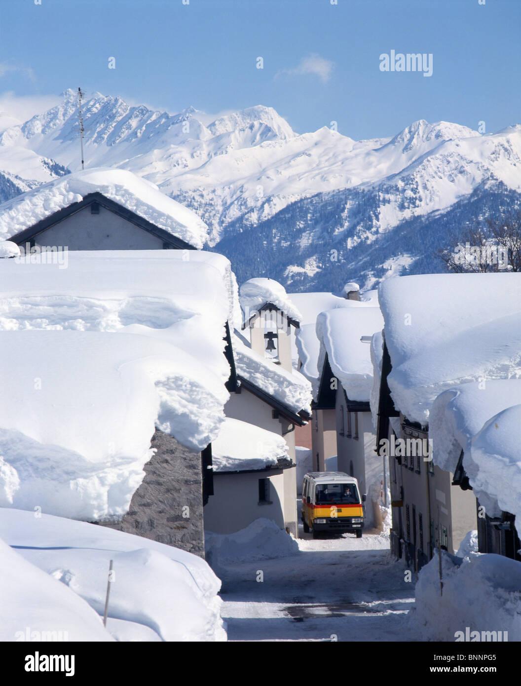 Bedrettotal TI postal car bus winter village snowy masses roofs snowy snow canton Ticino Südschweiz village - Stock Image