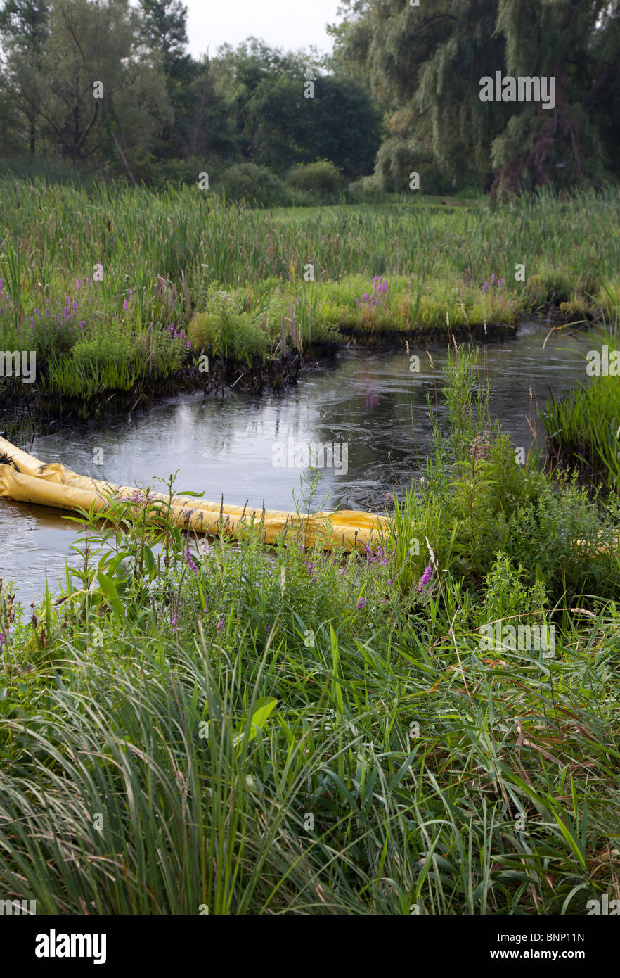Oil Spill Cleanup - Stock Image