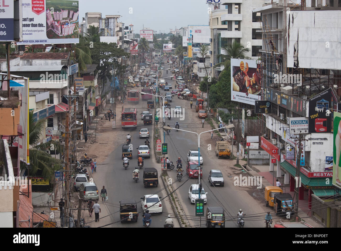 Too much motorized traffic in India causes chaos on the inadequate road system. Kochi, Kerala, India - Stock Image
