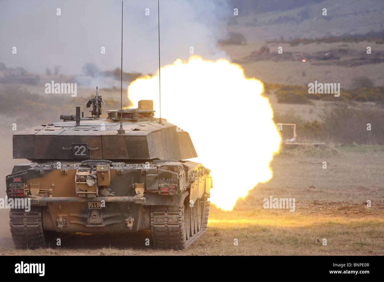British Army Challenger 2 tank firing - Stock Image