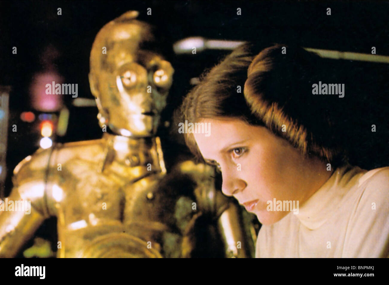 ANTHONY DANIELS & CARRIE FISHER STAR WARS: EPISODE IV - A NEW HOPE (1977) - Stock Image