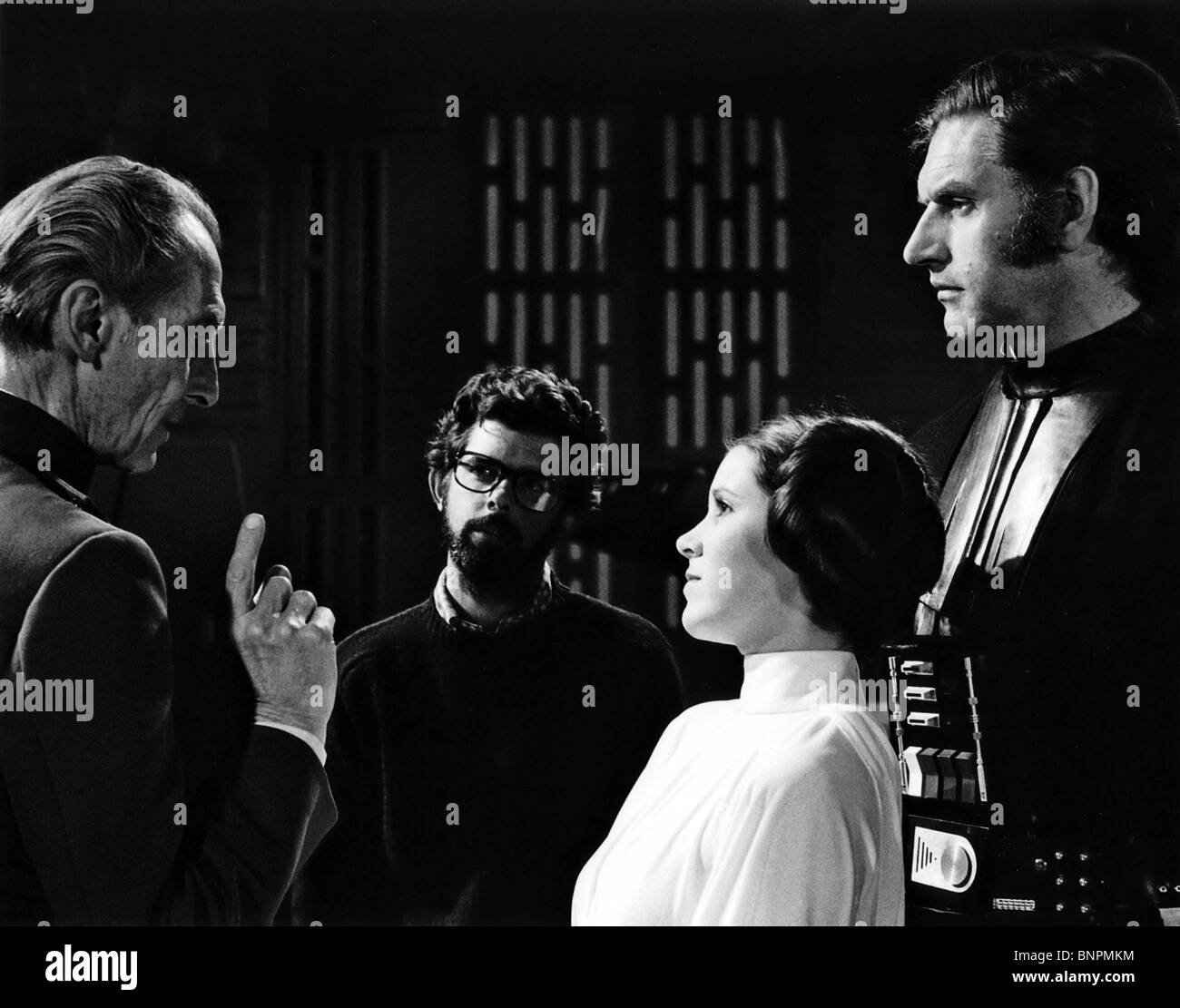 PETER CUSHING GEORGE LUCAS CARRIE FISHER & DAVID PROWSE STAR WARS: EPISODE IV - A NEW HOPE (1977) - Stock Image
