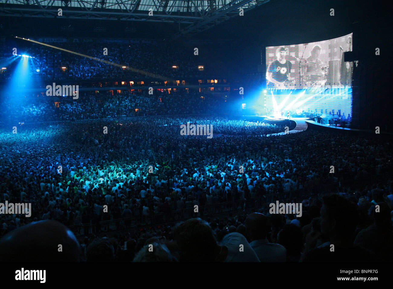 u2 concert fans stock photos u2 concert fans stock images alamy. Black Bedroom Furniture Sets. Home Design Ideas