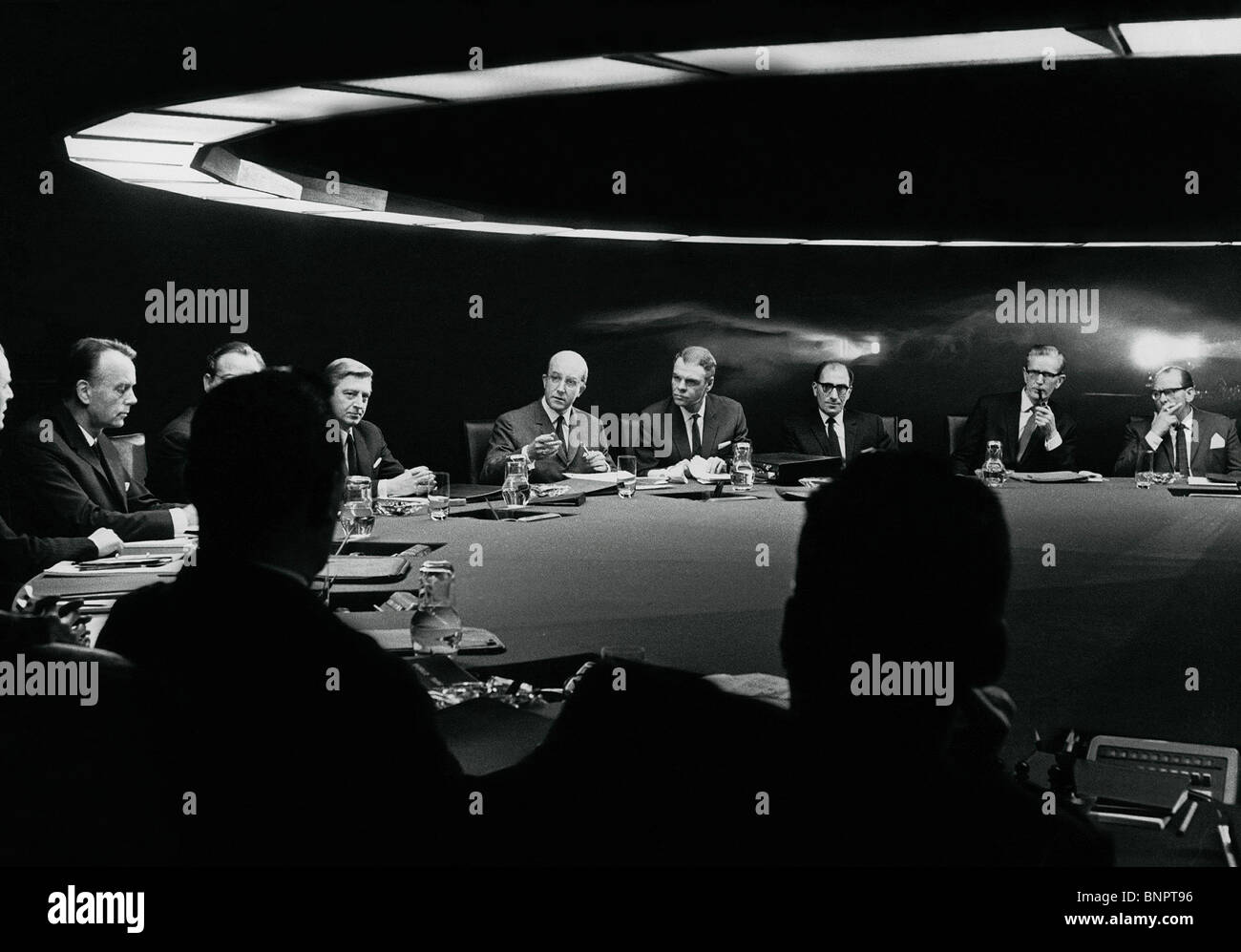 POLITICAL CONFERENCE SCENE DR. STRANGELOVE: HOW I LEARNED TO STOP WORRYING AND LOVE THE BOMB (1964) - Stock Image