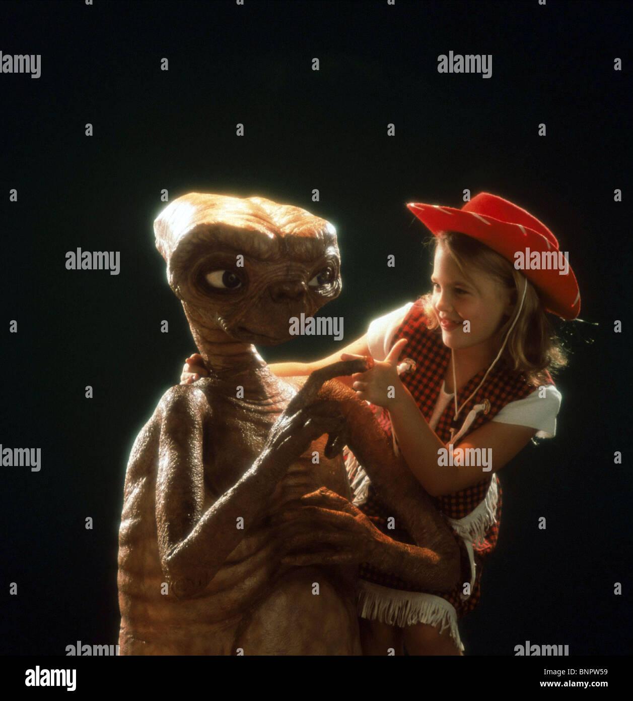 Alien Drew Barrymore E T The Extra Terrestrial 1982 Stock Photo Alamy
